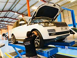 Range Rover Wheel Alignment And Major Service At Quick Fit
