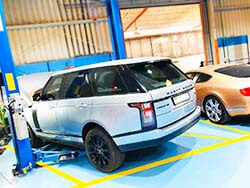 Range Rover Vogue SE Water Leakage Fixed And Major Service